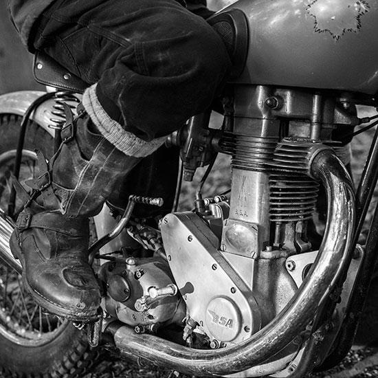 Vue du moteur de la BSA Goldstar 500 cc de Jean-Yves Sellin - Histoire veste Les Motocyclettistes