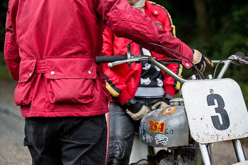 Vue de dos de la veste Les Motocyclettistes de Jean-Yves Sellin - Histoire veste Les Motocyclettistes