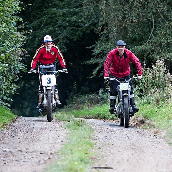 Vue de face de deux motards - Histoire veste Les Motocyclettistes