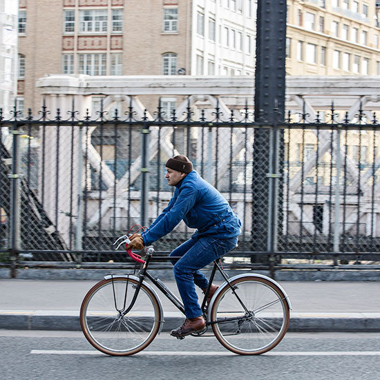 Redouane Rabahi roule sur sa randonneuse CDF de 1948 - Histoire veste Galibier Les Motocyclettistes