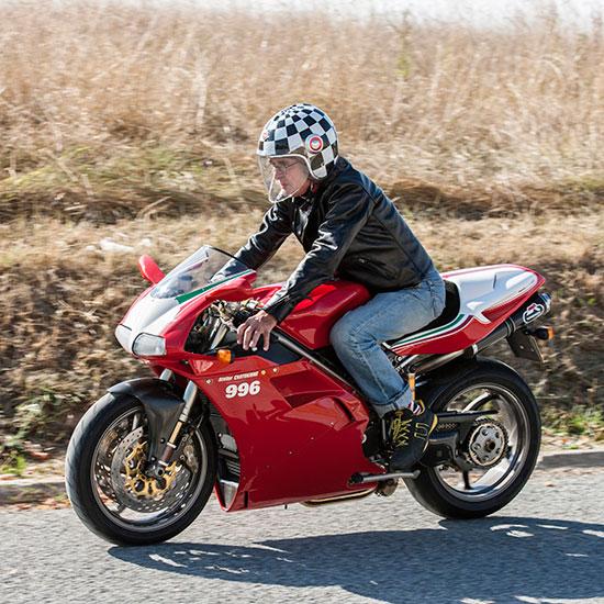 Roland Chatokhine sur sa Ducati 996 SPS avec son blouson Lapize Les Motocyclettistes