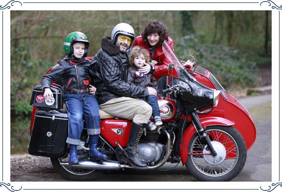 Pierre Girard en famille sur une moto
